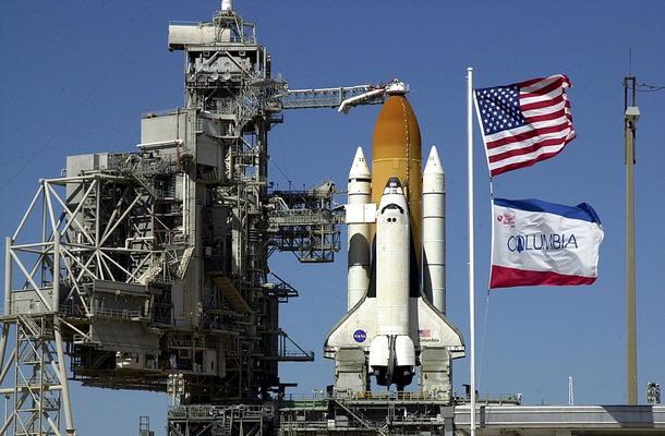 Origine du nom des navettes spatiales Columbia_STS-109_preparing_for_launch