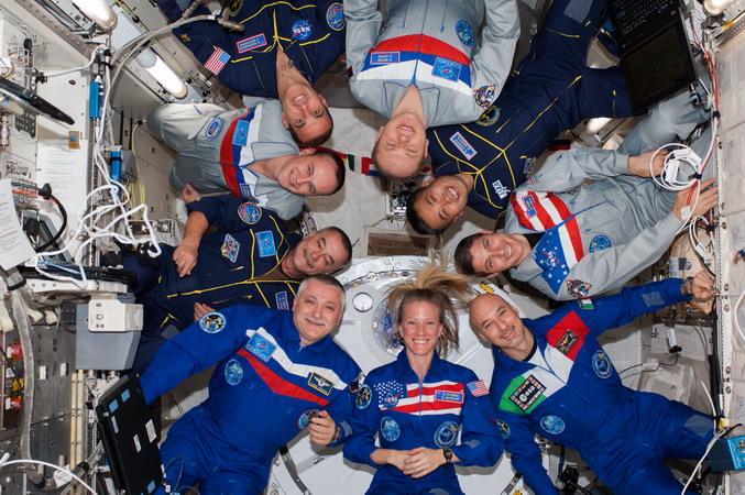 Connaissez-vous l'Expedition 37.5 et son badge ? Exp%203.5%20B