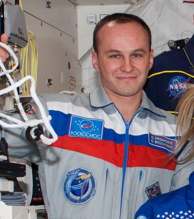 Connaissez-vous l'Expedition 37.5 et son badge ? Exp%203.5%20Ryazanskiy