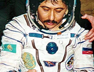Découvrez le Kazakhstan et ses cosmonautes... Kazh%20TM19%20Moussabaiev