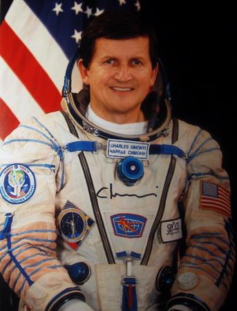 Space Adventures et ses cosmonautes touristes Simonyi%20SoyTMA-14