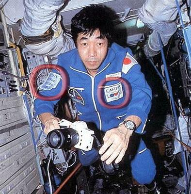 Space Adventures et ses cosmonautes touristes Soyuz-tm-11_onboard